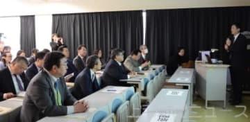 吉見さんの講演に耳を傾ける参加者
