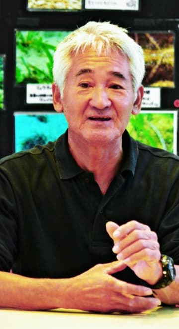 大浦湾の生物種の多様性について話す西平伸さん=13日、名護市瀬嵩・市役所久志支所