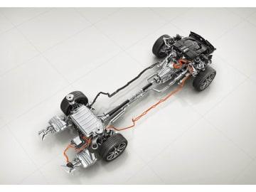 時速130kmまではモーターだけで走行が可能となったメルセデス・ベンツSクラス「S 560 eロング」のプラグインハイブリッド・システム. EV走行距離も40.1km達成
