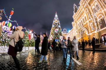 新年を迎えるモスクワ 町全体がロマンチックに包まれる