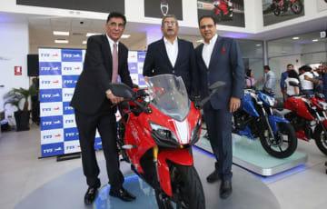 TVSモーターは、ペルーでモーターバイク「アパッチ」シリーズなど3モデルを発表した(同社提供)