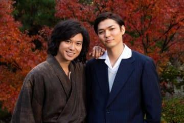 「スペシャルドラマ『犬神家の一族』」に出演する加藤シゲアキさん(左)と薮宏太さん