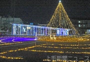 富岡市役所 1万球輝く しるくるひろばでイルミネーション