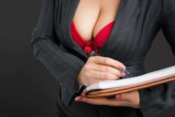 巨乳を自覚している女性が多いエリアはどこだ? 最下位の地域とは5倍の差が開く結果に