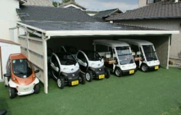 レンタカー事務所の隣に設置した充電ステーション「青空コンセント」=姫島村