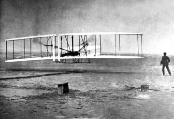 <あのころ>ライト兄弟、初飛行に成功