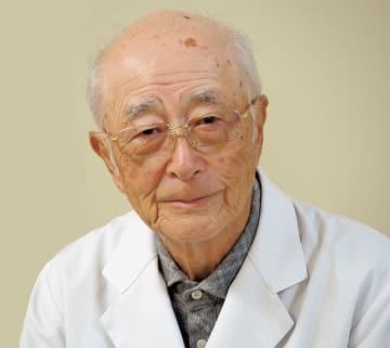 御年90歳。やさしいまなざしが印象的な鈴木昭久院長