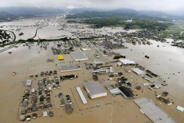 西日本豪雨で浸水した岡山県倉敷市真備町地区=7月