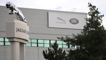 英自動車最大手ジャガー・ランドローバーのリバプール工場=2016年9月(ロイター=共同)