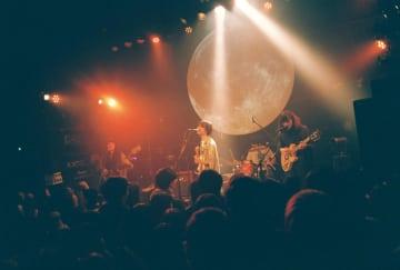 【ライブレポート】Helsinki Lambda Club、12/9青山月見ル君想フでリリースパーティ『物見遊山』。