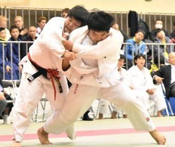 サニックス旗福岡国際中学生柔道 26日、福岡県宗像市 149チームが熱戦