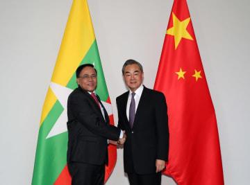 王毅氏、ミャンマーのチョウ·ティン国際協力相と会見