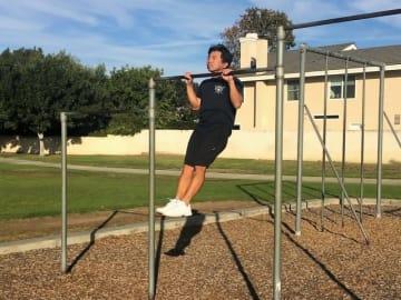 体幹、上腕二頭筋、腹筋に効果的な筋トレ。懸垂(チンニング)ができない人のための練習方法