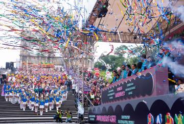 マカオで中国返還19周年を祝うインターナショナル·パレード開催