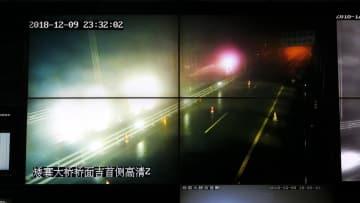 矮寨大橋の凍結に氷を砕く専用車が出動 湖南省