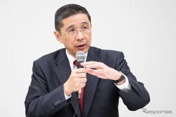 記者会見に臨む西川社長。 (c) Getty Images