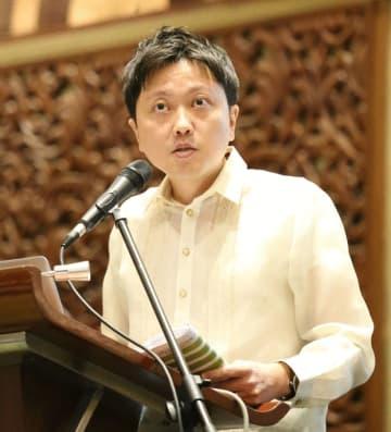 デロイトの梅林氏は、フィリピンの2019年の展望を示した=17日、首都圏マカティ市(NNA撮影)