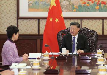 習近平主席、林鄭香港特区行政長官と会見 「一国二制度」の堅持強調
