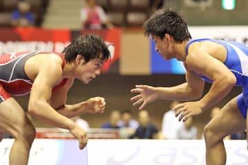 2017年世界選手権代表をめぐって激しく争った高橋侑希(赤)と小栁和也