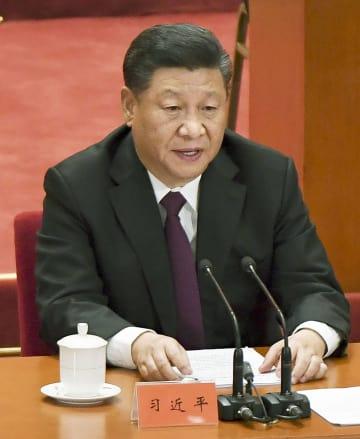 北京の人民大会堂で開かれた改革・開放政策の40周年記念大会で、演説する中国の習近平国家主席=18日(共同)