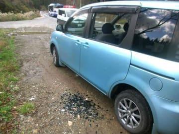 陸上自衛隊饗庭野演習場から発射された砲弾が落下した影響で、窓ガラスが割れた乗用車=11月、滋賀県高島市(滋賀県警提供)