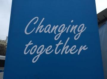 COP24のメインテーマ「共に変えよう」のバナー ©WWFジャパン