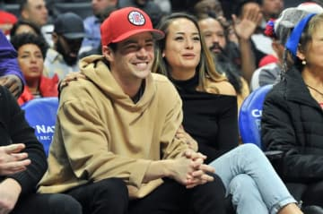 バスケットボールの試合を観戦中のグラント・ガスティンとLAトーマ(写真は今年1月に撮影されたもの) - Allen Berezovsky / Getty Images