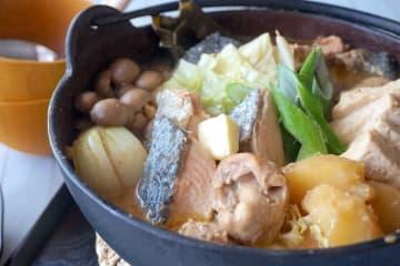 北海道定番!味噌とバターが香る『石狩鍋』 おつまみレシピ ビール