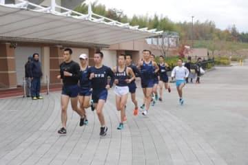 3年ぶりの都大路に挑む滋賀学園(布引運動公園)
