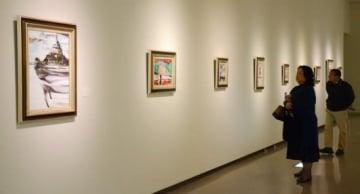 パリや近郊のグレーを描いた作品が並ぶ吉村英彦さんの滞欧作品展=鹿児島市立美術館