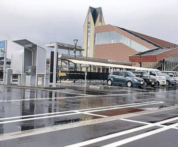 石動駅駐車場5時間無料 土日祝日、鉄道利用者対象に