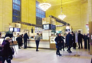 現在カフェが並ぶバンダービルトホールは、かつてはベンチが並ぶ待合室だった