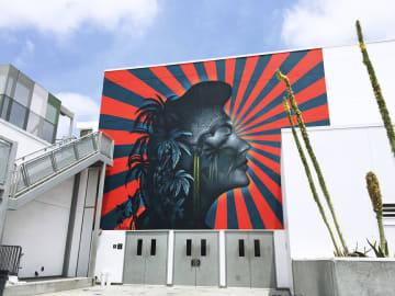 米西部ロサンゼルスのコリアタウンにある学校の壁画(ボー・スタントン氏提供・共同)