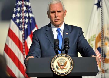 演説するペンス米副大統領=18日、米フロリダ州ケープカナベラル(ロイター=共同)