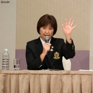 来季のトーナメント開催について発表する小林浩美LPGA会長(撮影:ALBA)
