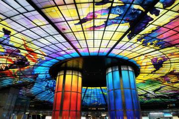 世界で最も美しい地下鉄駅2位。高雄・美麗島駅の光のドームが心を揺さぶる