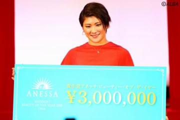 「資生堂ANESSA Beauty of the Year」を受賞した成田美寿々(撮影:村上航)