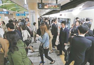 全線停止トラブルから一夜明け、正常ダイヤに戻った南北線。事故の経験を安全運行に生かすことが求められる=4月19日、仙台市地下鉄仙台駅