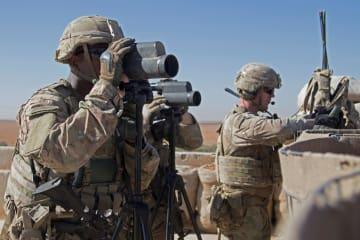 シリア北部マンビジュに展開する米兵=11月1日(ロイター=共同)