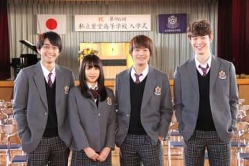 ドラマ「僕の初恋をキミに捧ぐ」の取材に応じた(左から)佐藤寛太さん、桜井日奈子さん、野村周平さん、宮沢氷魚さん