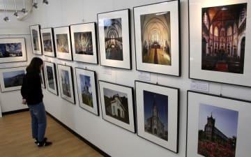 世界遺産を構成する教会などの写真を展示している会場=長崎市、浦上キリシタン資料館