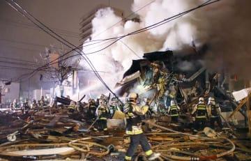 札幌市豊平区の爆発事故現場=16日夜