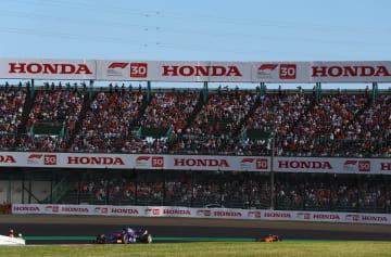 今年のF1日本GP。空席が目立っていた鈴鹿サーキットのスタンドにも観客が戻ってきつつある(C)Red Bull