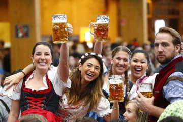 2017年、ドイツ・ミュンヘンのビール祭り「オクトーバーフェスト」(ロイター=共同)