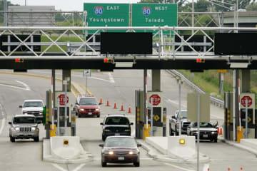 ノースリッジビル市にある高速道路の料金所(写真:AP/アフロ)