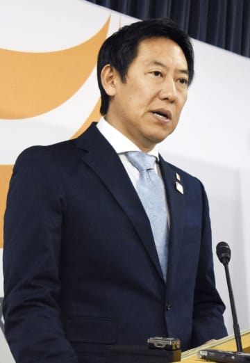記者会見するスポーツ庁の鈴木大地長官=20日、文科省