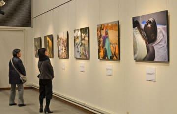 アフリカの紛争地域の現状を伝える写真展=横浜市西区