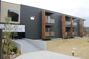 21日にオープンする「変なホテル」の3期棟=佐世保市ハウステンボス町