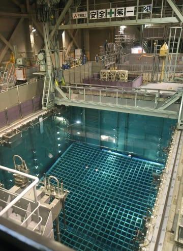 使用済み核燃料を貯蔵する燃料プール=2016年10月、福井県美浜町の関西電力美浜原発3号機
