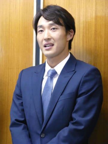 記者会見する男子テニスの添田豪=21日、東京都渋谷区